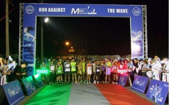 """Picture of สมาคมกีฬาแห่งจังหวัดสมุทรปราการ จัดกิจกรรม"""" เดินวิ่ง สมุทรปราการ มินิ-ฮาล์ฟมาราธอน """" 2015"""